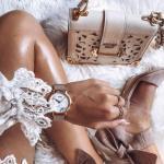10 вещей, которые должны быть в сумке каждой девушки.