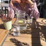 Нет, к сожалению, вода с лимоном не ускоряет метаболизм.