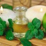 Эфирное масло мяты для жирной, проблемной и комбинированной кожи.