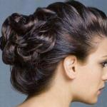 Красивая, нежная прическа на средних волосах.