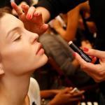 5 секретных трюков визажистов при нанесении макияжа.