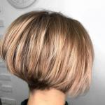 Модные стрижки и окрашивания для коротких волос.