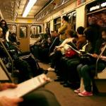Жизнь.  Пятница.  Я захожу в вагон метро, станция Китай горд, людей много, настроение на лицах в целом позитивное, еще бы!