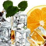 Протирание лица кубиками льда.
