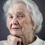 Дона Мария джило, разная дама 92 лет, маленькая и настолько элегантная, что каждый день в 8 утра уже одета, хорошо причесана и со скромным макияжем, несмотря на слабое зрение.
