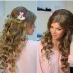 Достаточно простая прическа для длинных волос, которая подходит всем молодым девушкам.